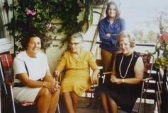 1971 Mom, Grandma, I  and Erna - Das Klingelpferd
